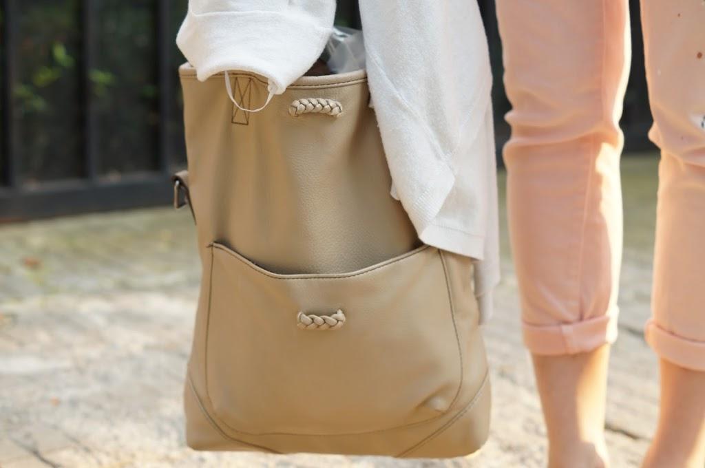 чанта беж